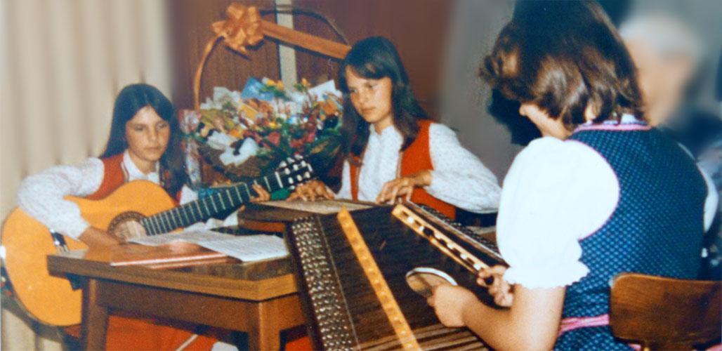 Anja und Andrea erste Auftritte Seniorennachmittag