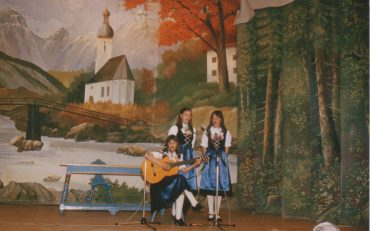 Meringer Stubenmusi beim Heimatabend 1983 in der Gründungsbesetzung
